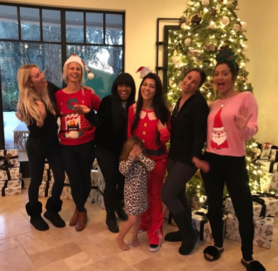 kourtney-kardashian-celebrity-christmas-2016-pics-10